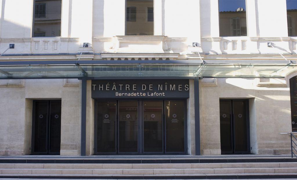 NÎMES, Théâtre